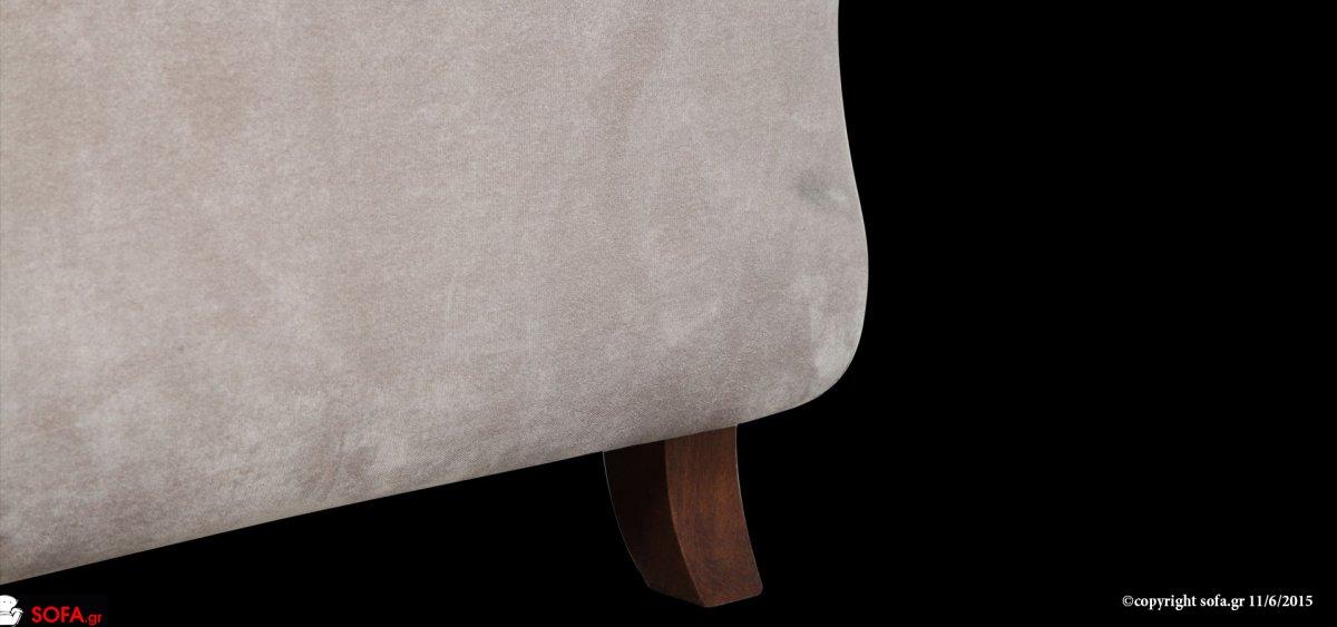 Σετ τριθέσιου και διθέσιου καναπέ σε μπεζ απόχρωση με ψηλό ποδαράκι, καμπυλωτό μπράτσο και χειροποίητο φιλέτο σε σκούρο χρώμα