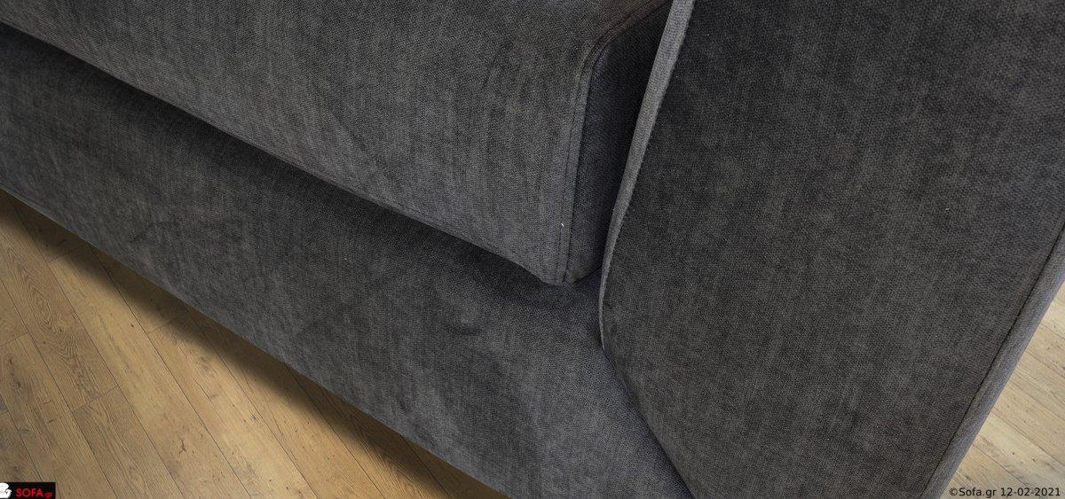 γκρί καναπές με ψηλό μπράτσο