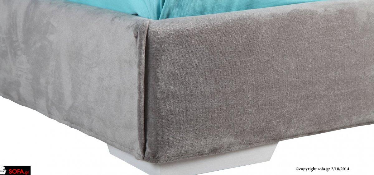 κρεβάτι από μασίφ ξύλο οξιάς και καπλαμά φυσικού δρυός με τεχνοτροπια βαφής ντεκαπέ