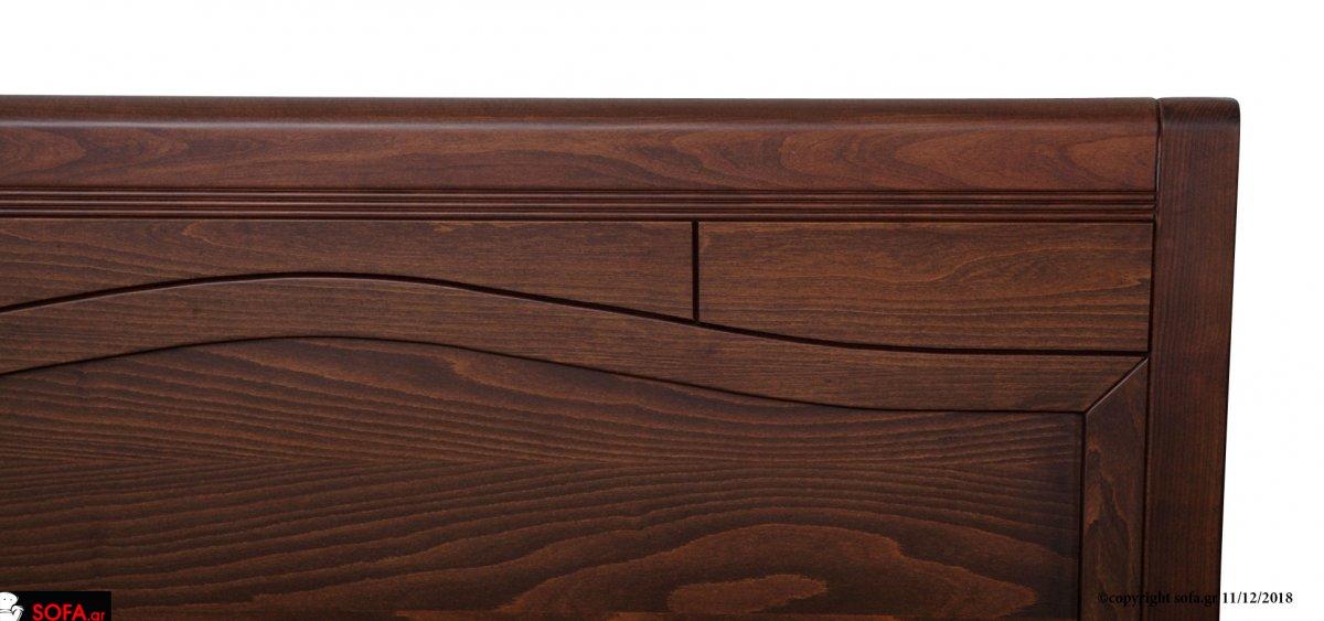 σετ κρεβατοκάμαρας σε κλασική γραμμή σε ανοιχτό-λευκό χρώμα ξύλου