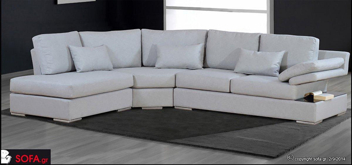 Καναπές με ράφι στο μπράτσο σε ανοιχτή απόχρωση