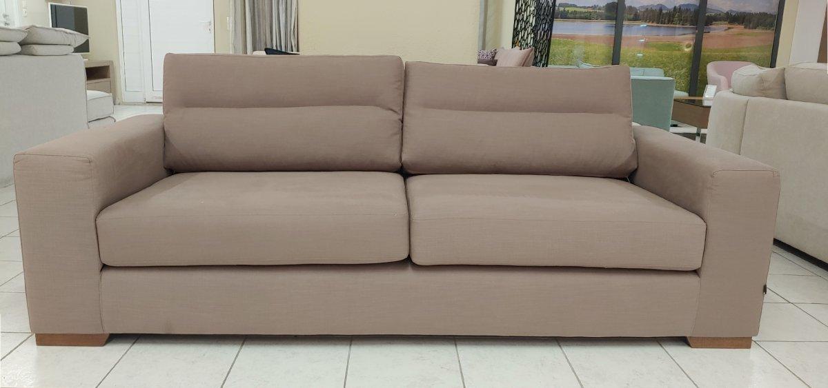 Three seater sofa Status - Stock
